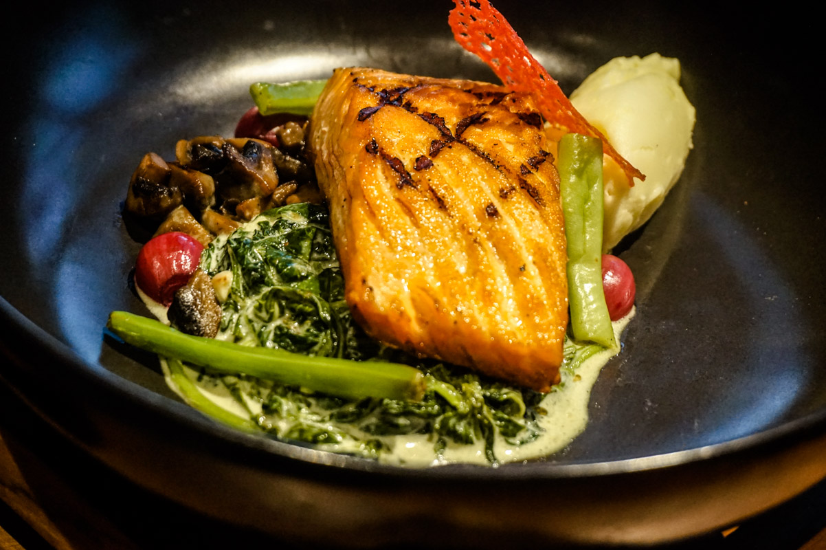 salmon steask with roghut